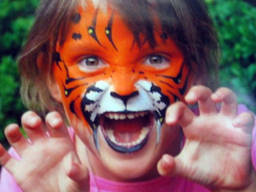 Face Painting is a greate activity for your Kids!