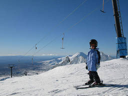 Get your kids to be confident on the ski slopes. Just like this little one!