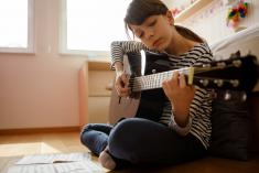 To get you up and playing, we offer our first lesson for FREE. Carlton Guitar Classes & Lessons 2 _small