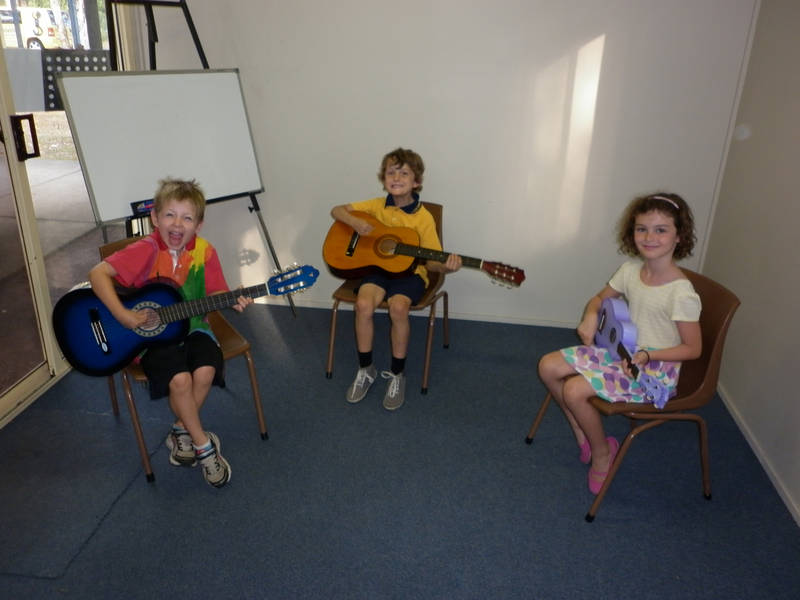 A Mixed Instrument class with students on guitar and ukulele.