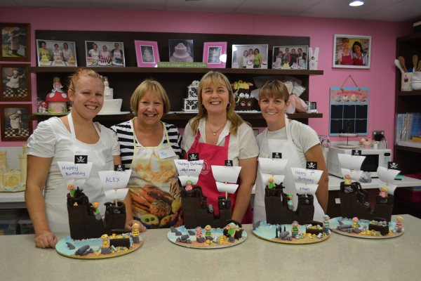 Cake classes available for all levels of cake decorators at Contemporary Cakes and Classes.